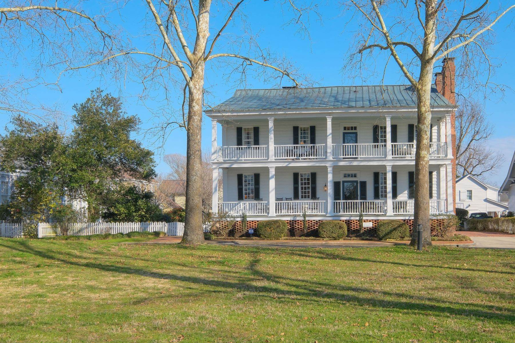 Single Family Homes for Sale at HISTORIC GEM 405 Court St Edenton, North Carolina 27932 United States