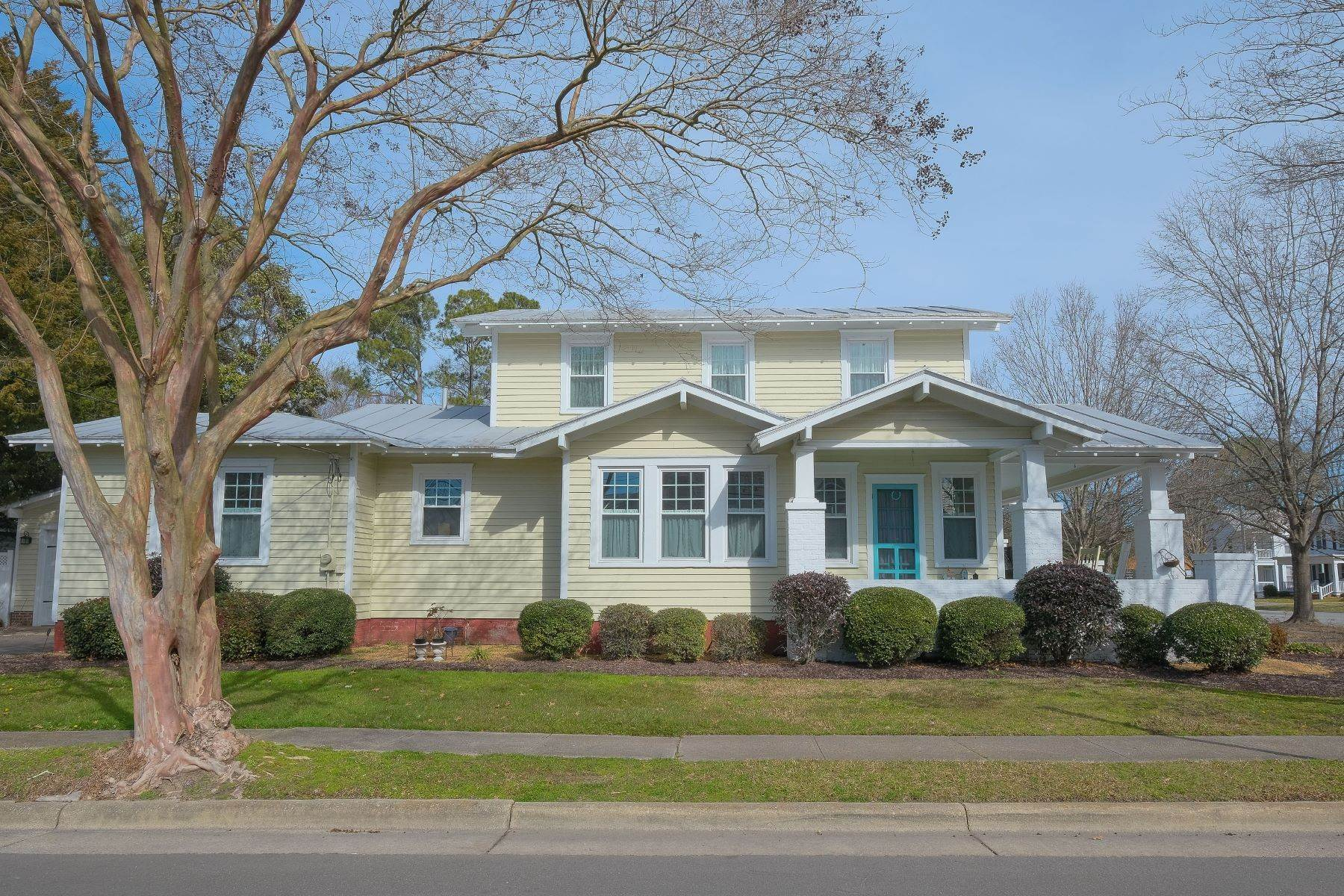 Single Family Homes for Sale at BROAD STREET BUNGALOW 401 N Broad St Edenton, North Carolina 27932 United States